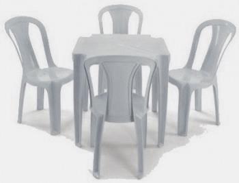Jogo de Mesa e Cadeiras de Plástico